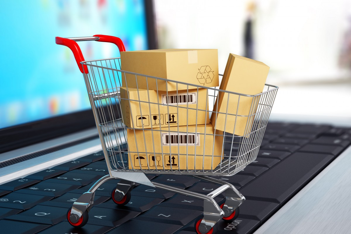 e-commerce-shopping-trolley-on-laptop